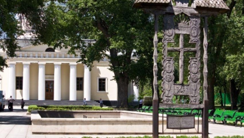 Foto: Un tânăr se află în stare gravă, după ce a fost bătut de șase indivizi chiar în Parcul Catedralei