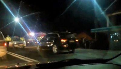 O mamă cu doi copii în mașină, beată criță la volan, pe străzile din Capitală. Video!
