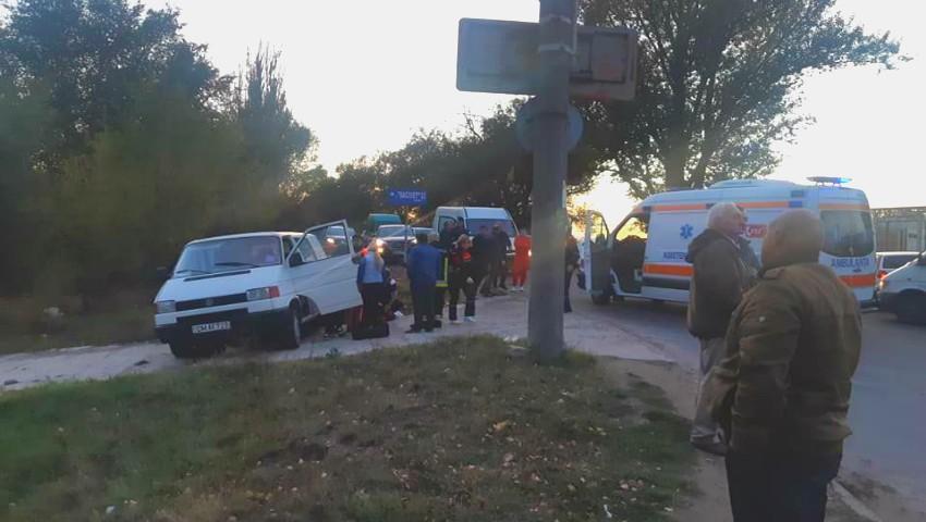 Foto: Accident grav în Chișinău: sunt opt răniți