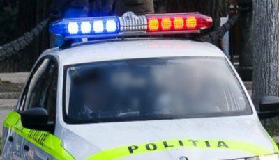 Un tănăr a căzut în gol de la etajul 5 al unui bloc din capitală, după ce a fost lovit de un amic