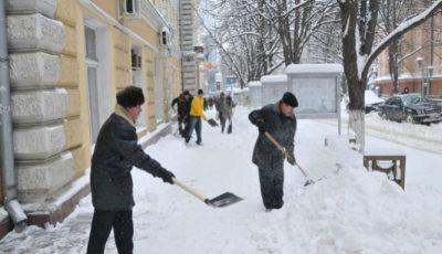 Autoritățile nu vor mai folosi nisip la deszăpezirea străzilor și trotuarelor