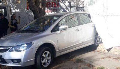 O șoferiță a intrat cu mașina într-un magazin din Chișinău: ar fi încurcat pedalele
