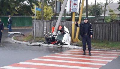 Accident groaznic la Cahul. O mașină, ruptă în două