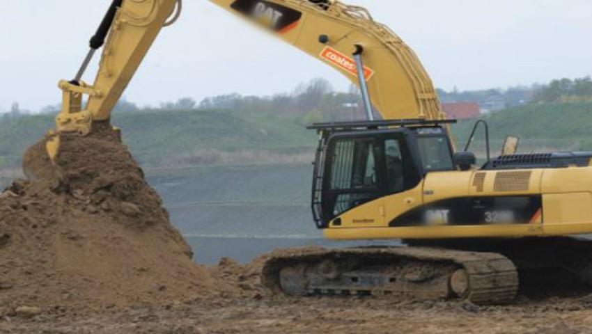 Foto: Cumplit. Un tânăr moldovean a murit în Italia, strivit de excavatorul pe care îl conducea