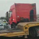 Foto: Accident grav la Măgdăcești. O mașină a intrat violent într-un camion