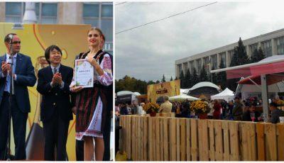 Moldovenii sărbătoresc Ziua Națională a Vinului! Poze din Piața Marii Adunări Naționale