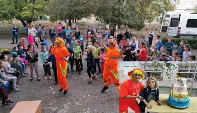 O fetiță din Chișinău și-a sărbătorit ziua de naștere cu copiii de la un internat