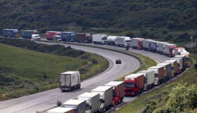 Opt migranți, inclusiv patru copii, au fost găsiți înghețați într-un camion frigorific în Franța
