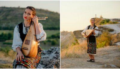 """,,De-ar fi badea-n deal la cruce"""". Stela Botez, fata cu cobza, ne surprinde cu o nouă producție muzicală"""