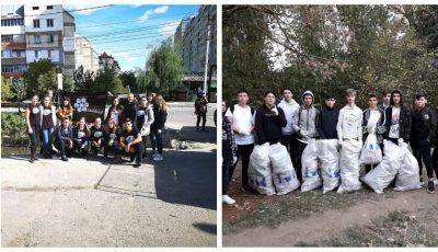 """Să facem curățenie înainte de Ziua orașului! Tinerii de la ,,Hai Moldova"""" vă așteaptă în Parcul """"La Izvor"""" și la râul Bâc, pe strada Petru Rareș"""