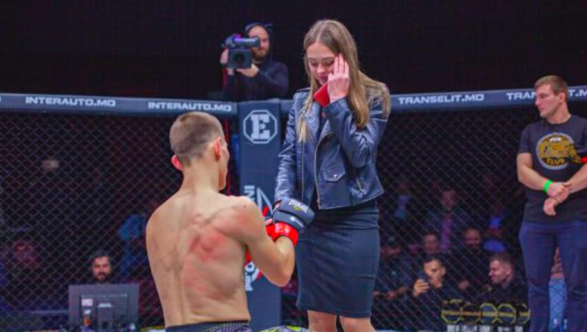 Foto: Video. Un sportiv moldovean și-a cerut iubita în căsătorie chiar pe ringul de box