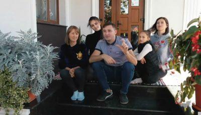 Emilian Crețu ne arată casa visurilor copilăriei sale, renovată și cu cei dragi fericiți alături!