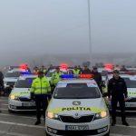 Foto: Gest emoționant! Polițiștii de patrulare îndeamnă șoferii să prețuiască propria viață și siguranța în trafic!