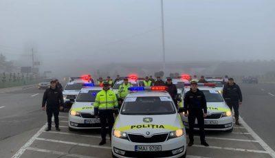 Gest emoționant! Polițiștii de patrulare îndeamnă șoferii să prețuiască propria viață și siguranța în trafic!