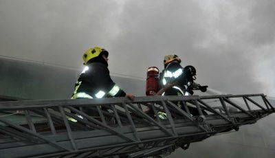 Incendiu puternic în Capitală. Cum s-au descurcat pompierii