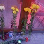 Foto: Cu flori și lacrimi. Cei doi tineri din Căușeni, în vârstă de 27 și 32 de ani, comemorați la locul lor de muncă
