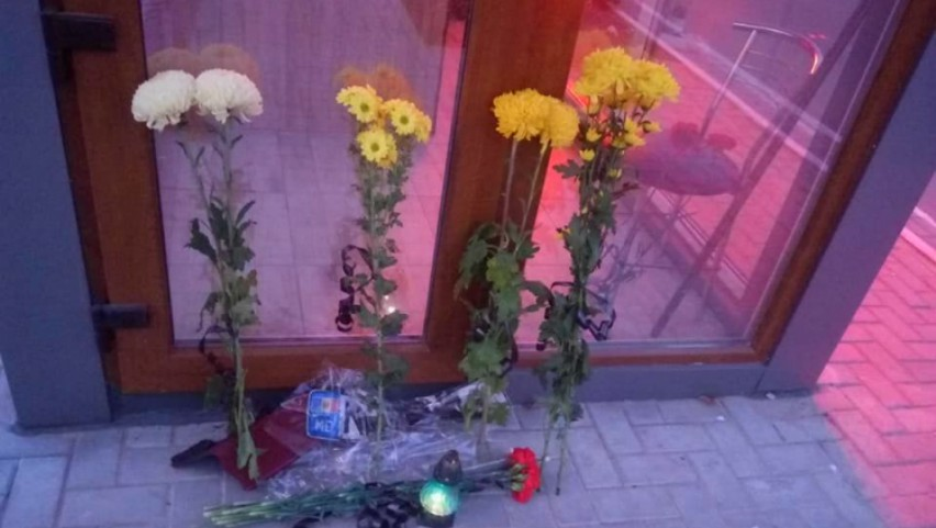 Cu flori și lacrimi. Cei doi tineri din Căușeni, în vârstă de 27 și 32 de ani, comemorați la locul lor de muncă