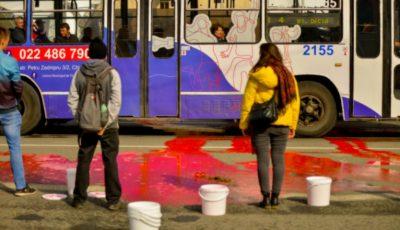 """70 de litri de """"sânge"""" au curs în centrului Capitalei. Oare câți moldoveni vor mai muri anual din cauza acestor condiții?"""