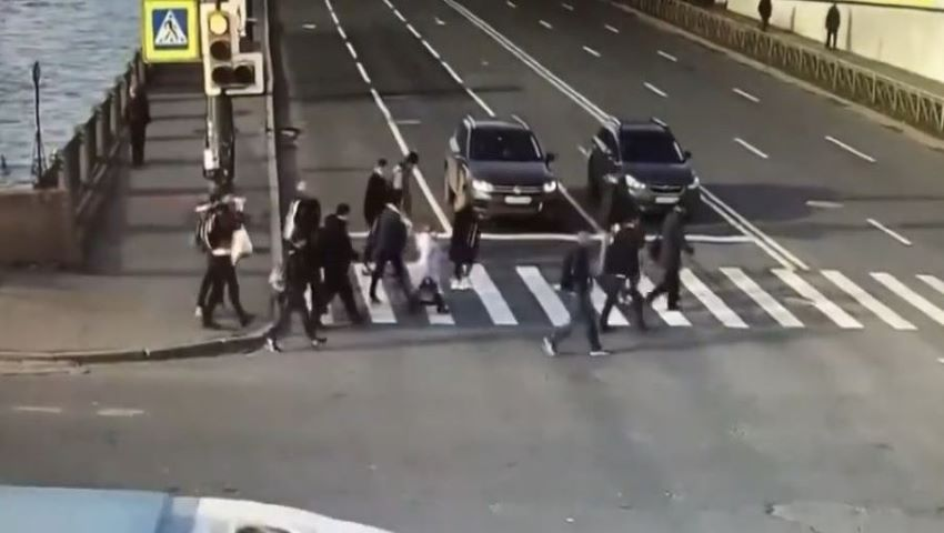 Foto: Video. Accident de groază în Sankt Petersburg. Un grup de oameni au fost spulberați pe trecerea de pietoni