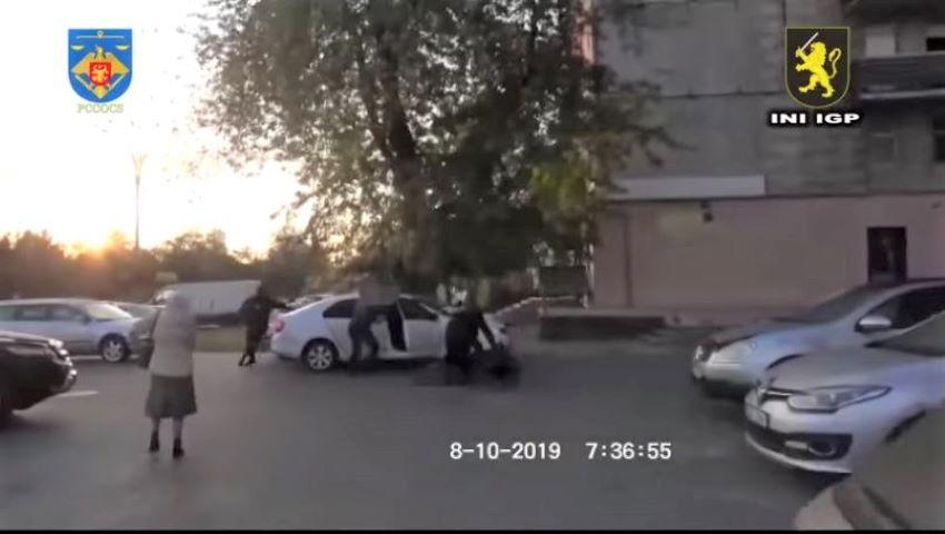 Video. Momentul în care doi frați, angajați pentru un omor la comandă, trag 21 de împușcături într-un Mercedes, la Botanica