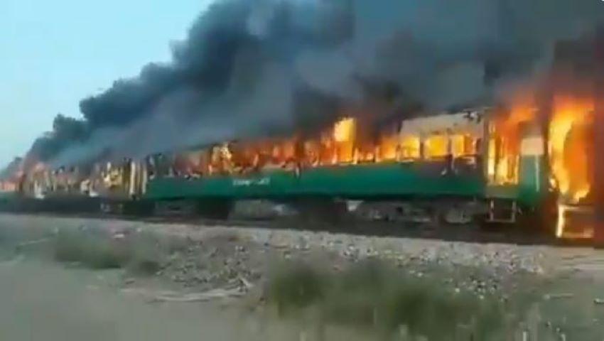 Foto: Un tren de pasageri a luat foc: cel puţin 65 de morţi și peste 40 de răniţi