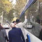 Foto: Geamul troleibuzului din capitală nu a crăpat din cauza focurilor de armă. Ce spune poliția