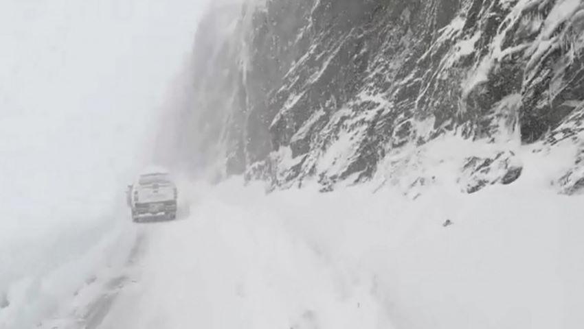 Foto: Un autocar cu moldoveni a rămas blocat în România, din cauza zăpezii