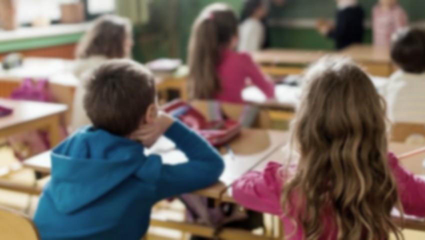 Foto: Înregistrare cu camera ascunsă la un liceu din capitală: copii umiliți cu un limbaj indecent și amenințați cu bătaia de către învățătoare