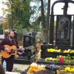 Foto: Moment emoționant la mormântul artiștilor Doina și Ion Aldea-Teodorovici!