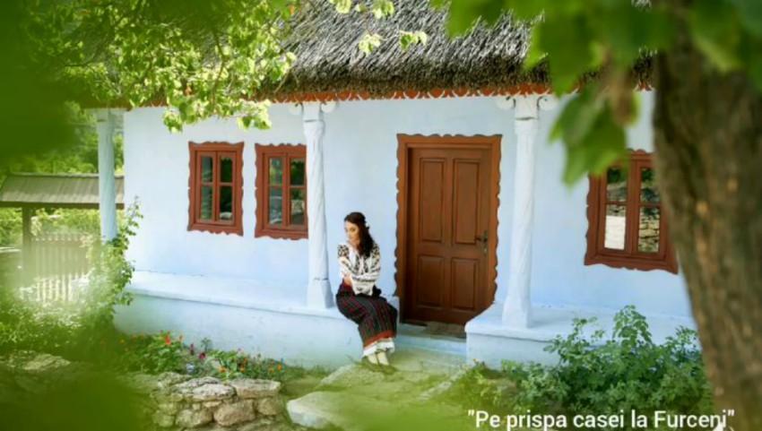 """Foto: Premieră emoționantă! Nadia Moșneagu a lansat piesa ,,Pe prispa casei la Furceni"""" – o dedicație pentru toate bunicuțele din lume!"""