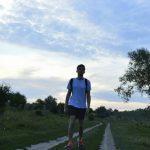 Foto: Un tânăr moldovean a pacurs deja peste 1.300 de km pe jos, călătorind prin Italia