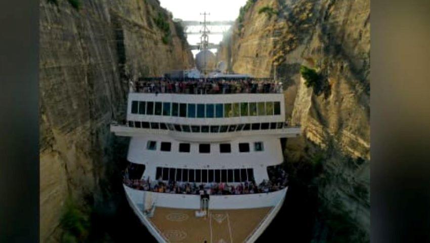 Foto: Video uimitor! Un vas de croazieră lat de 22,5 metri a trecut prin Canalul Corint, care are doar 25 de metri lățime!