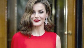 Rochia roșie în care orice femeie ar arăta sexy