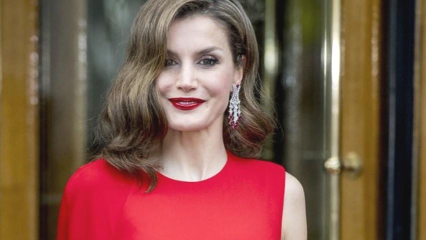 Foto: Rochia roșie în care orice femeie ar arăta sexy