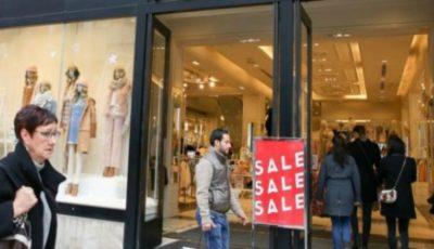 Un mare brand de haine a dat faliment. Se închid 350 de magazine în toată lumea