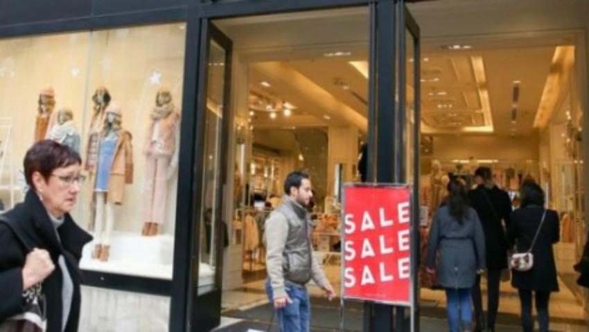Foto: Un mare brand de haine a dat faliment. Se închid 350 de magazine în toată lumea