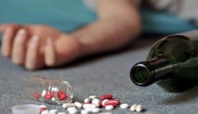 O minoră de 14 ani, găsită încuiată în apartament după o intoxicație cu medicamente