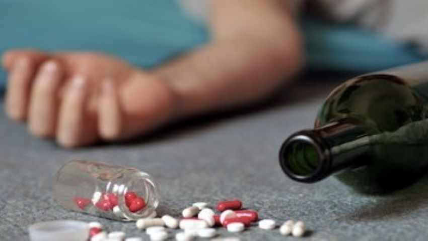 Foto: O minoră de 14 ani, găsită încuiată în apartament după o intoxicație cu medicamente