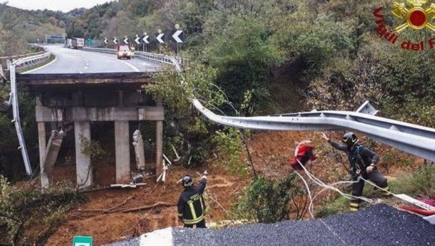 Foto: Italia: porţiuni de drumuri prăbuşite, sute de persoane evacuate în urma ploilor torenţiale