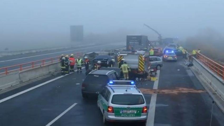 Foto: Carambol pe o autostradă în Germania: cel puțin 29 de persoane au fost rănite