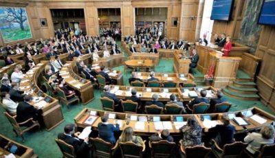 Ţara unde parlamentarii o duc poate mai modest decât alegătorii. Imaginile sunt elocvente