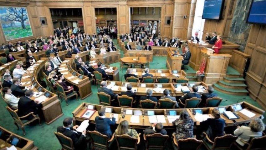 Foto: Ţara unde parlamentarii o duc poate mai modest decât alegătorii. Imaginile sunt elocvente