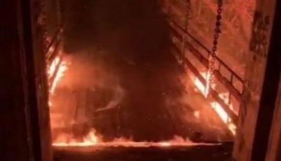 """""""Podul îndrăgostiților"""" din parcul Valea Trandafirilor nu mai este funcțional. A ars, spun pompierii"""