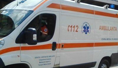 Un copil de 2 ani a căzut în gol de la etajul unui bloc din Capitală