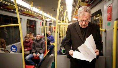 Președintele Austriei Alexandre Van der Bellen călătorește cu metroul