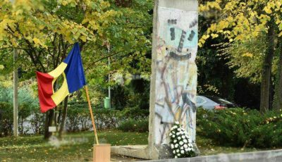 Un fragment din Zidul Berlinului a fost expus la București
