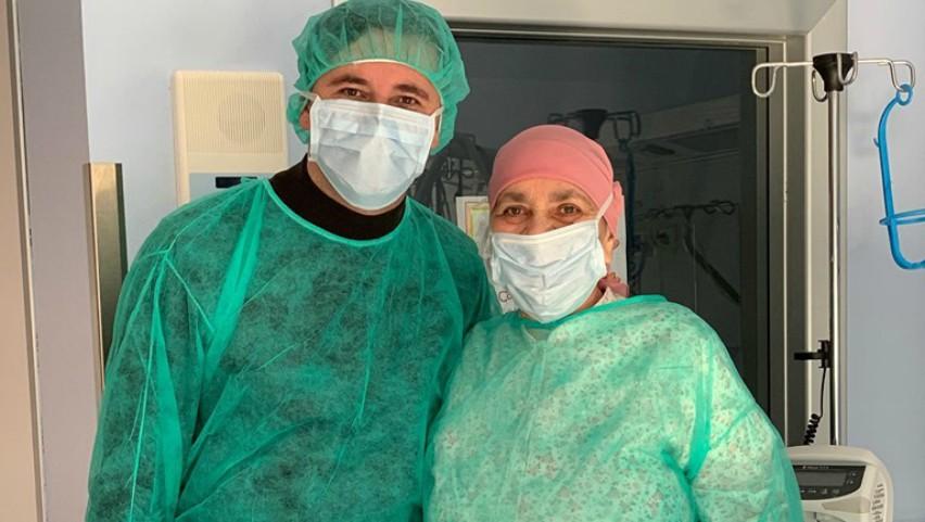 Foto: Emilian Crețu dăruiește speranță și curaj. Actorul a vizitat o doamnă aflată pe patul de spital, în Italia