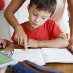 Foto: O mamă a făcut infarct după ce s-a enervat foarte tare, pentru că fiul ei nu știa să își facă temele pentru acasă