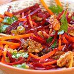 Foto: Salată de morcov, sfeclă, măr și lămâie – anticancerigenă, benefică pentru ficat și piele