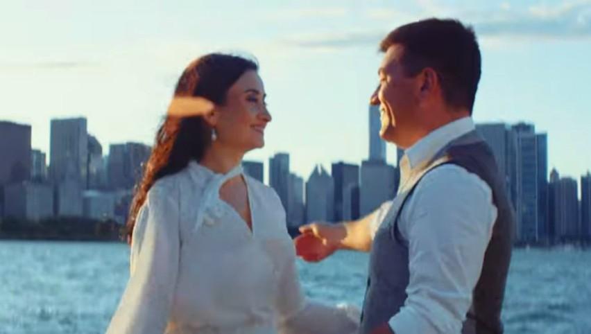 """Foto: ,,Când vorbește iubirea"""" – Costi Burlacu și Corina Țepeș au filmat videoclip la Chicago!"""